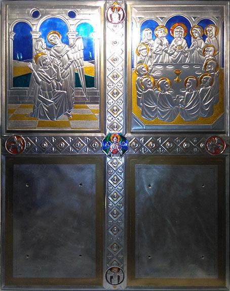 Mirasole - progetto ambone, la lastra di fondo con due pannelli montati